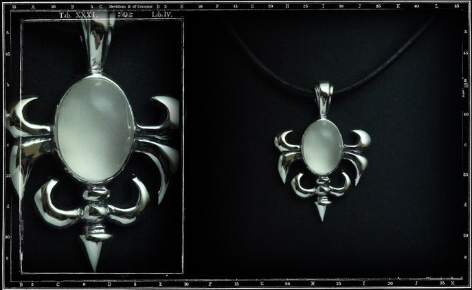 Medium Tudor Pendant