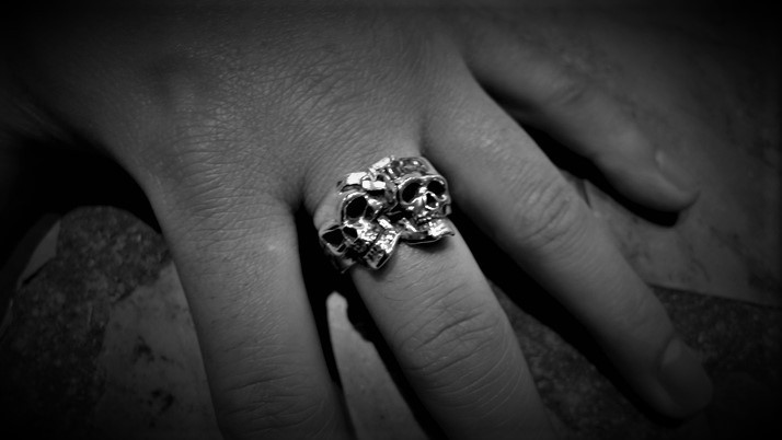 Comedy & tragedy skull ring