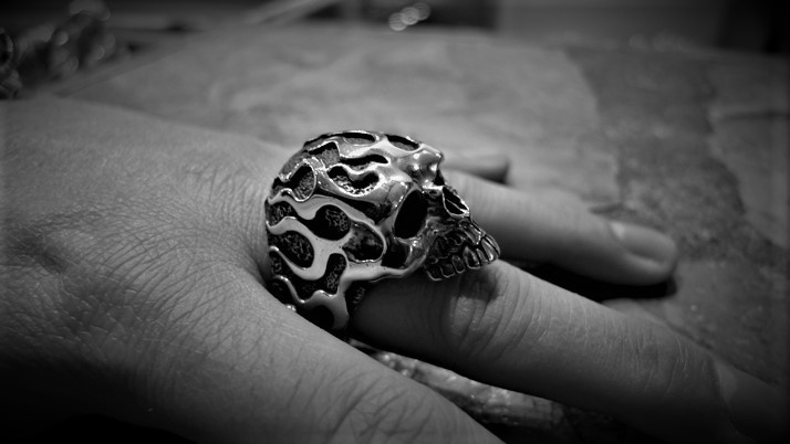 Flamed skull ring