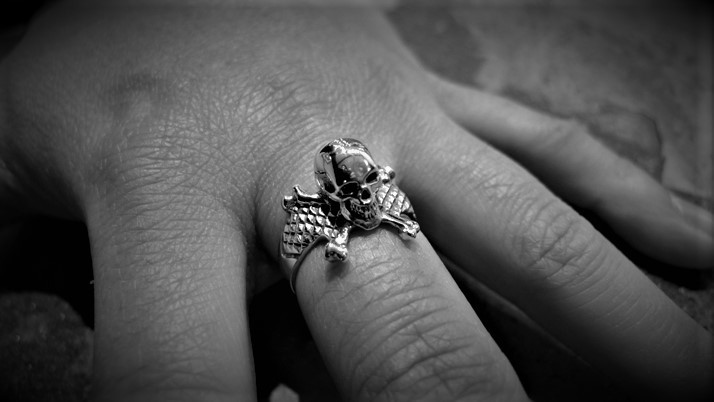 3D Skull & Crossbones Ring (small)