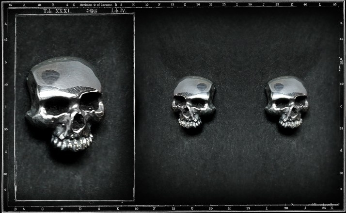 Plain skull stud earrings