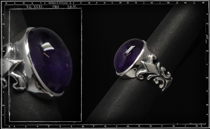Medium tudor ring (18x13mm)