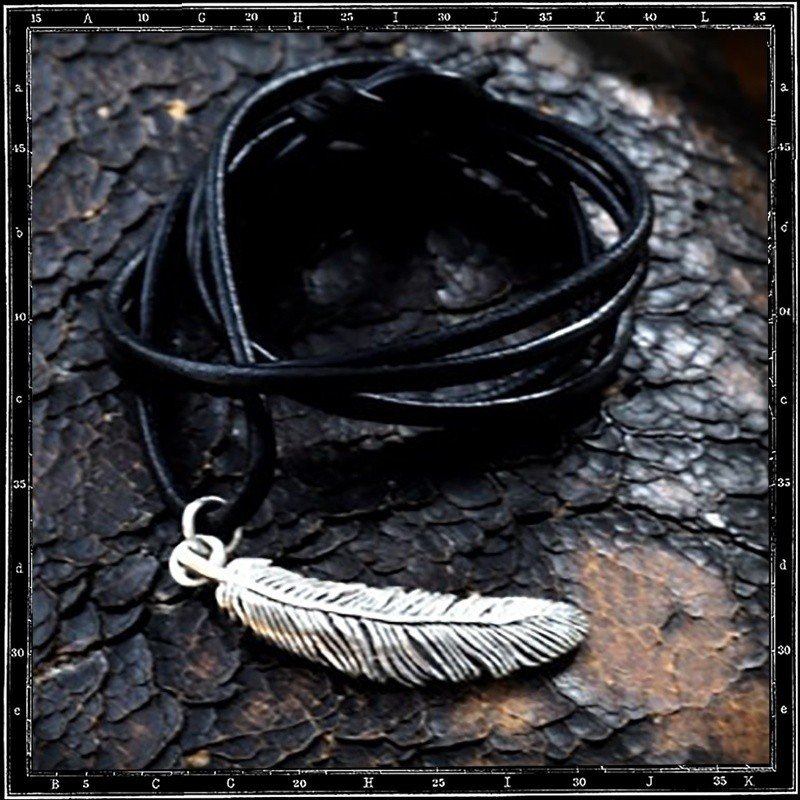 Louvres Feather Pendant (Small)