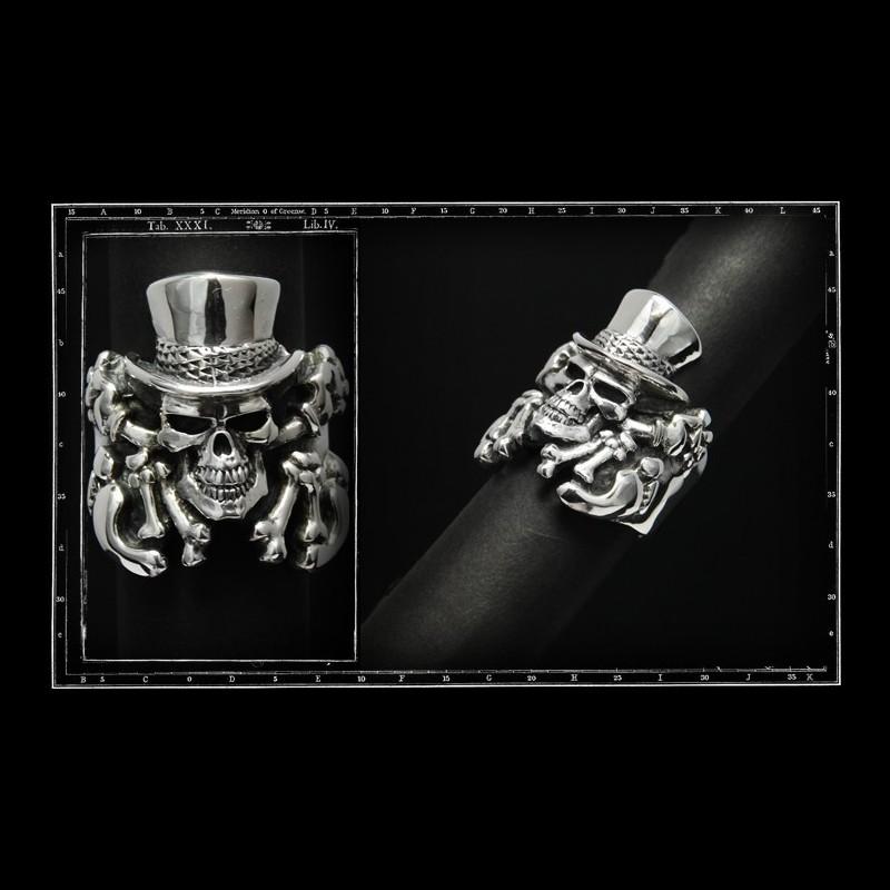 Crazy pig mascot, skull ring