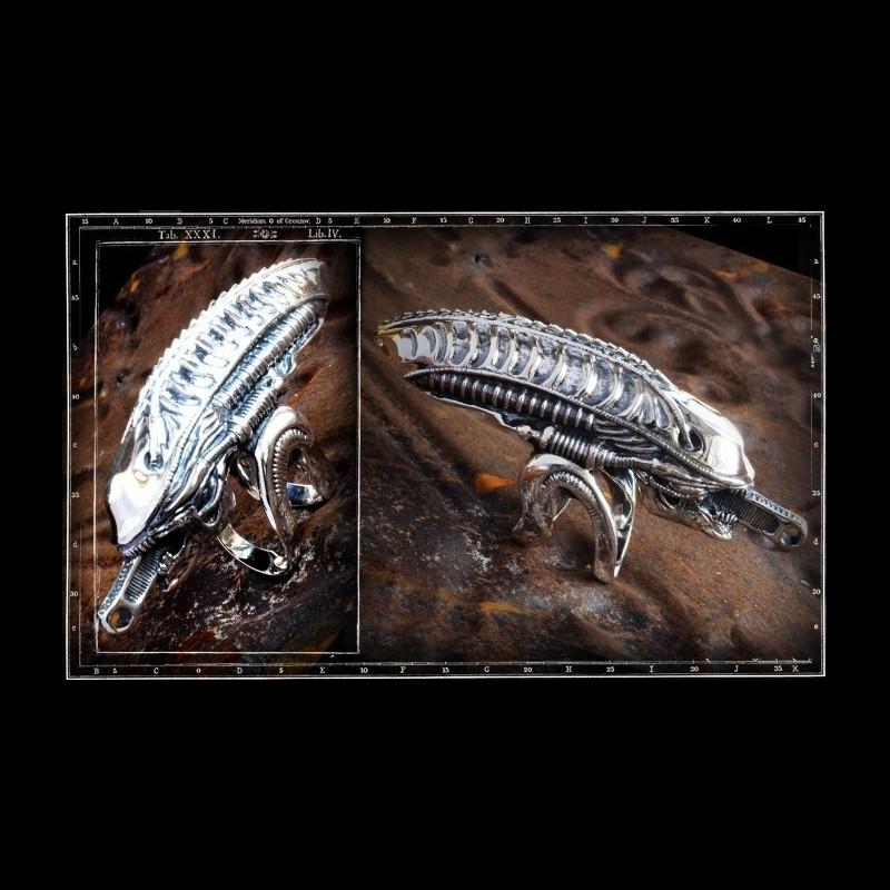 Alien Head ring