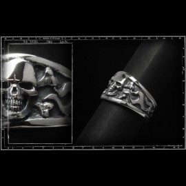 Skull and crossbone classic ring