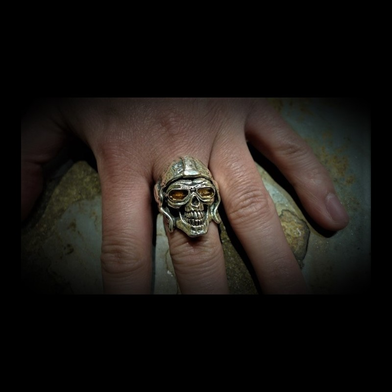 Aces high skull ring