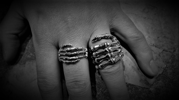 Bone Hand Skull ring (large)