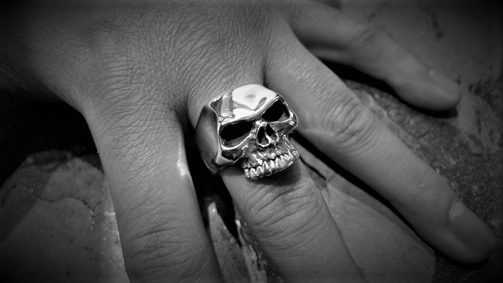 Lemola skull ring