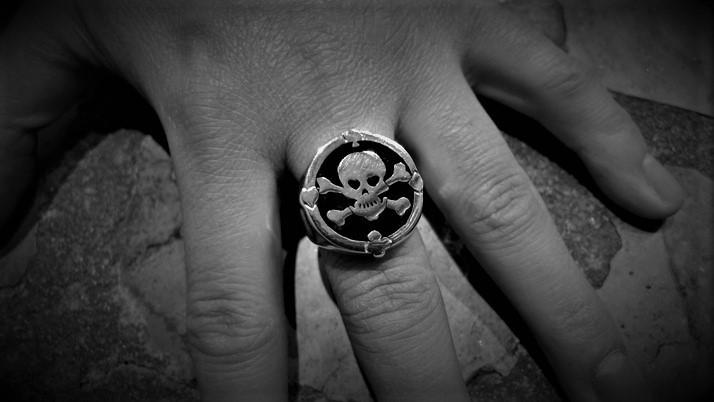 Enamel skull ring & cb + 4 aces