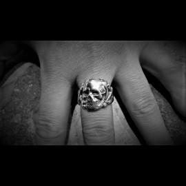 Flat skull & cross bones ring
