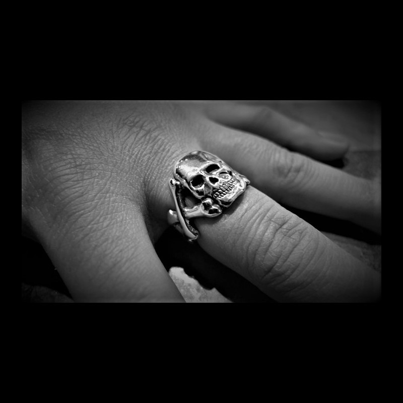 Flat Skull And Crossbones Silver Ring