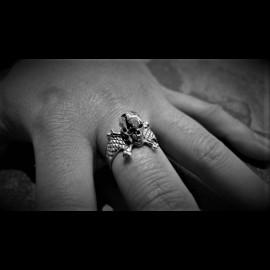 3D Skull & Crossbones Ring (small)