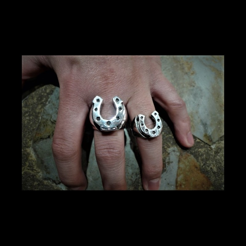 Horseshoe ring (large)