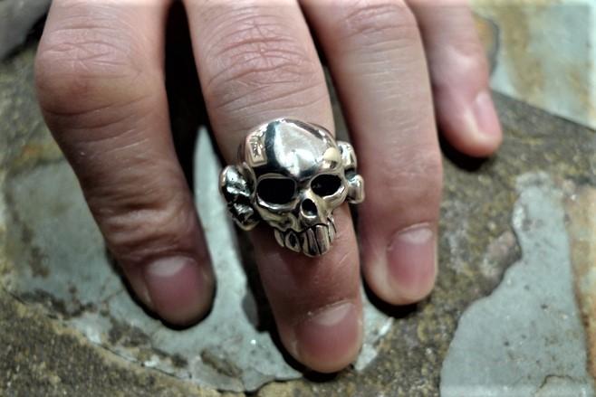 Crazy Piglet Skull & Crossbone ring