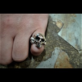 Crazy Piglet Skull & Crossbone ring