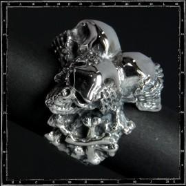 Three wise skulls ring
