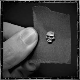 Plain skull stud earrings
