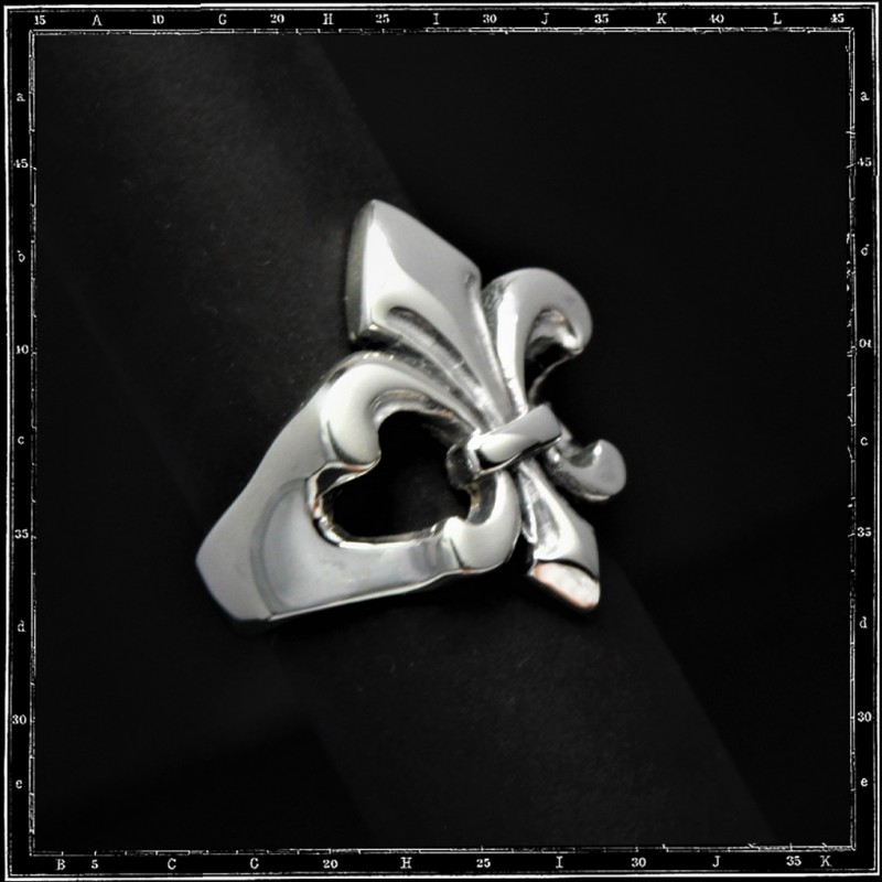 Fleur de lys ring (flat top)