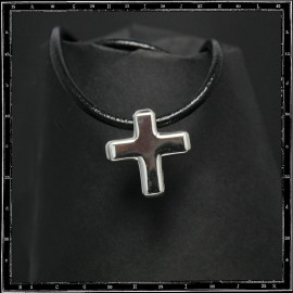 Chunky cross pendant (small)