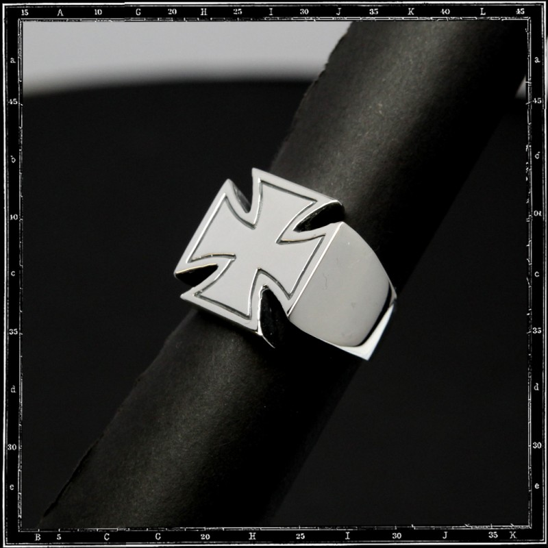 Maltese cross ring (engraved)
