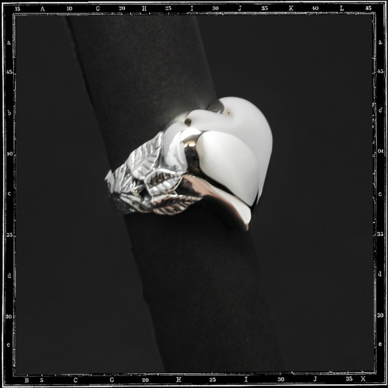 Large heart & leaves ring