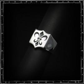 Shield Fleur de Lys ring