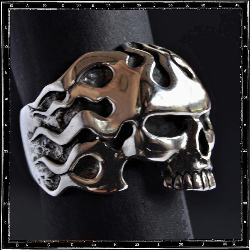 Hell skull ring