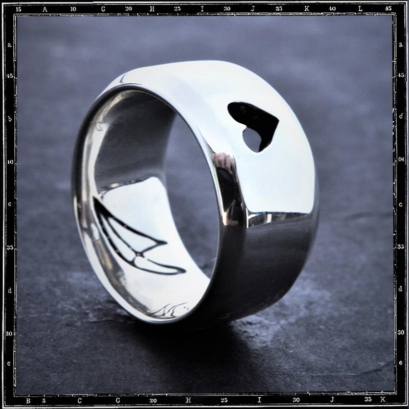 LOVE WIDE FLAT BAND (CUTAWAY HEART) RING