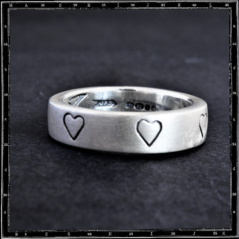 Love Band with 5 Engraved Heart Ring