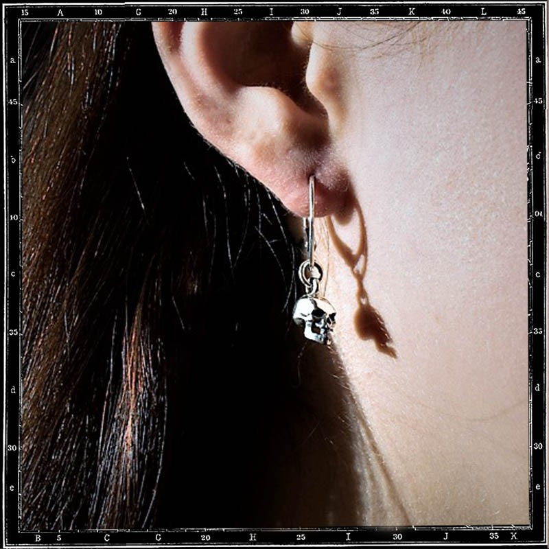 Small 3d skull earring