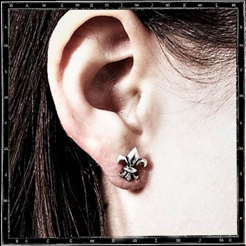 Fleur de lys stud earring