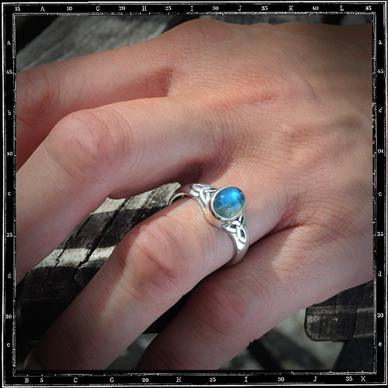 Celtic Triangle Setting Ring