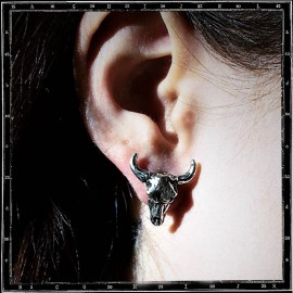 Cow skull stud (single)