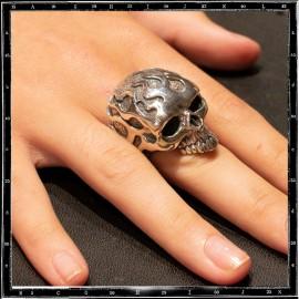 Flamed skull ring