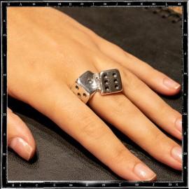 Tumbling dice ring