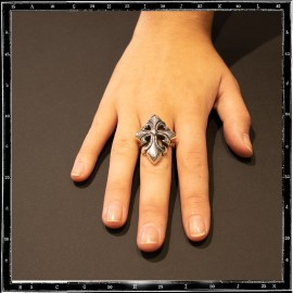 Heavy tudor cross ring