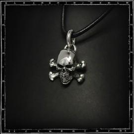 Skull & crossbones pendant