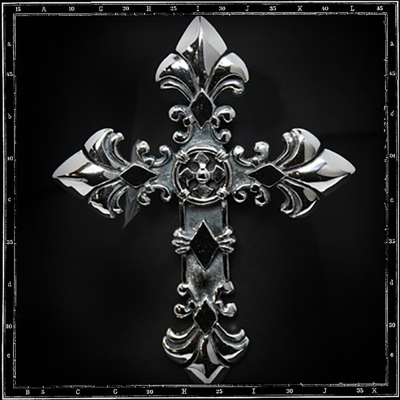 X large classic cross pendant