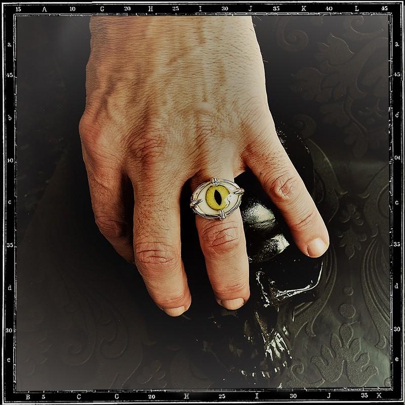 Four claws eye ring