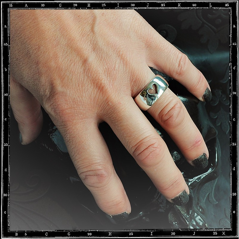 LOVE WIDE D BAND RING