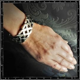 Large Celtic knots bracelet