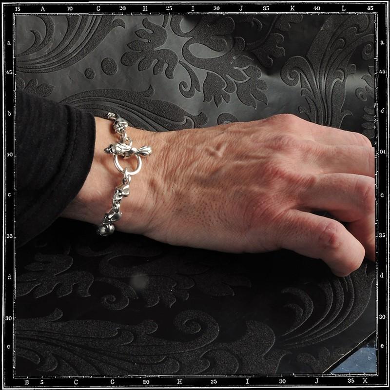 Medium skulls link bracelet