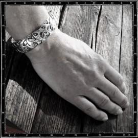 Zap bracelet