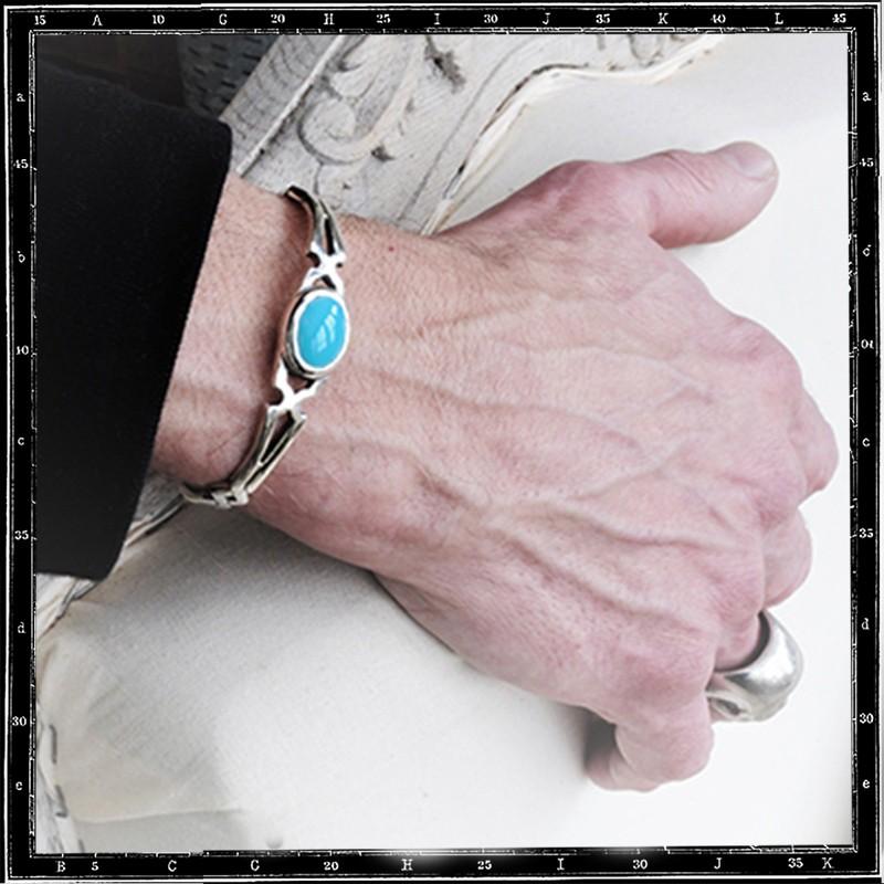 Cutaway bracelet