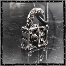 Paddlock pendant