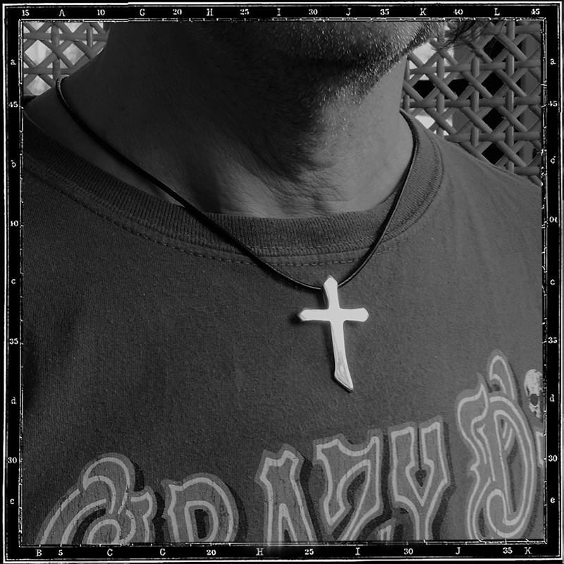 Cross pendant (Medium plain)
