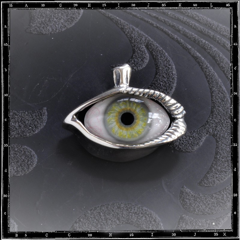 Lash eye pendant