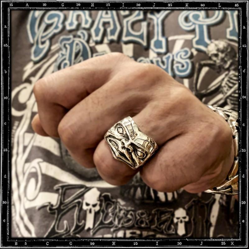 Totem face ring 1 (human)
