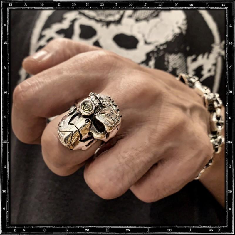 Cyborg ring (enamel eye)
